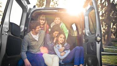Familie im Dacia LodgyLodgy