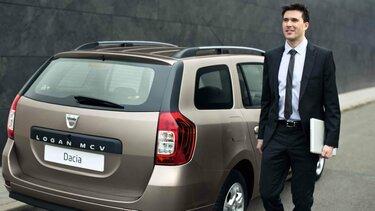 Geschäftsmann unterwegs mit dem Dacia Logan MCV