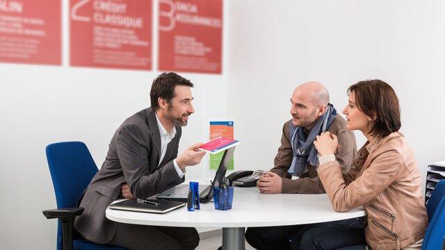 Ehepaar beim Beratungstermin für Ihre Restschuldversicherung
