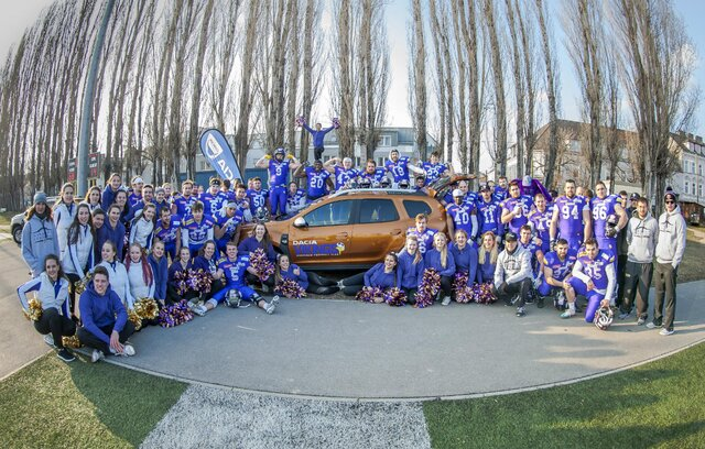 der starke Dacia Vikings American Football Club  mit dem neuem Dacia Duster