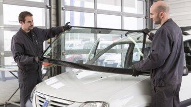 Scheibenwechsel in der Dacia Fachwerkstatt