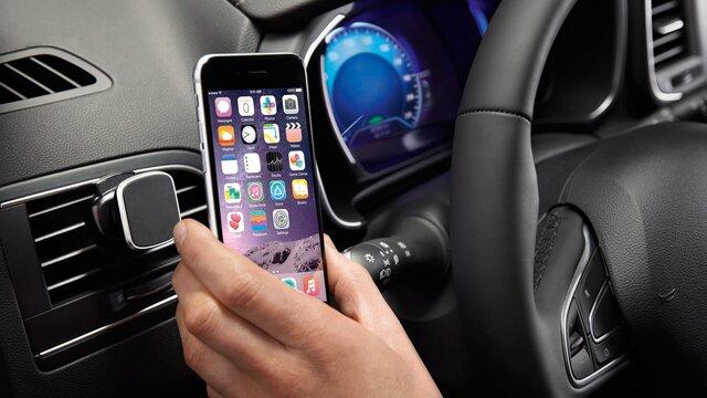 Dacia Duster– Magnetische Smartphone-Halterung, Ansicht mit iPhone