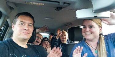 Familie im neuen Dacia Duster