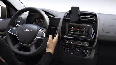 Nouvelle Dacia Spring chargeur smartphone à induction