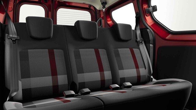 Dacia Dokker Stepway limited edition Techroad Red Fusion - Zijaanzicht van de auto