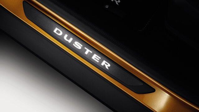 Dacia Duster aydınlatmalı kapı eşikleri