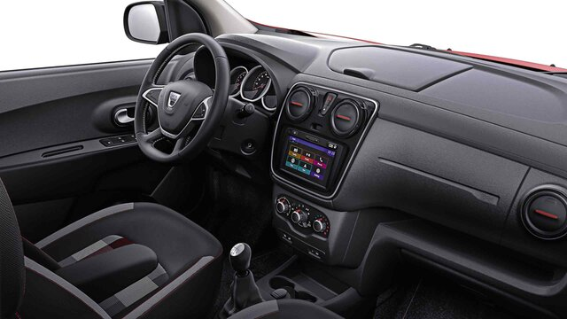 Dacia Lodgy Stepway ograničeno izdanje Techroad Red Fusion – pogled na unutrašnjost vozila i instrument-tablu
