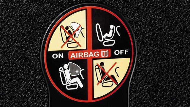 Logan - Przednia poduszka powietrzna pasażera i foteliki Isofix
