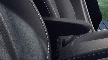 Sandero ‒ lakťová opierka pre vodiča