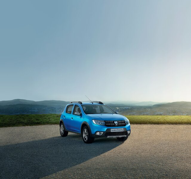 Dacia Sandero Stepway z zewnątrz w kolorze niebieskim