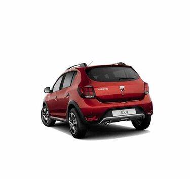 Dacia Sandero Stepway Techroad - Widok 3/4 z tyłu samochodu - Kolor czerwony Fusion