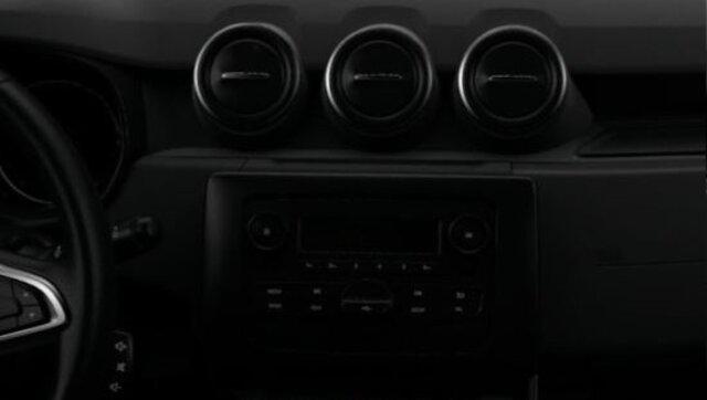 Het Plug & Radio multimediasysteem van de Dacia Duster, voorzien van Bluetooth en een jack- en USB aansluting.