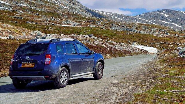 Dacia Duster bij een Fjord