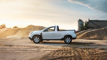 Dacia Duster Pick-up - exterior din laterala culoare alba