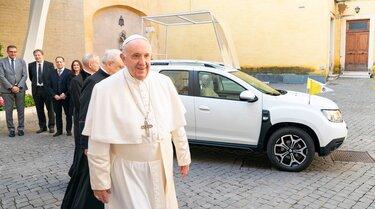 Grupa Renault darovala je jedinstveni Dacia Duster Papi Franji