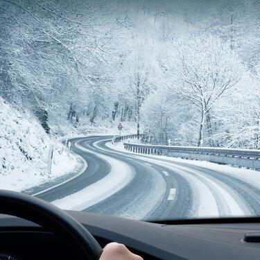 Winterliche Fahrbahn