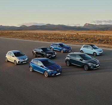 Renault Porte ouvertes - Véhicules de la gamme sur une route dans le désert