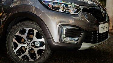 Renault CAPTUR com faróis acesos