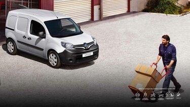 Hombre cargando cajas a su vehículo Renault KANGOO