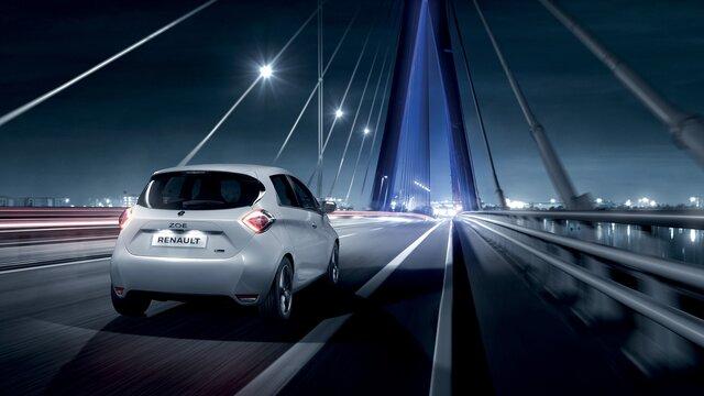 Renault ZOE - puente nocturno
