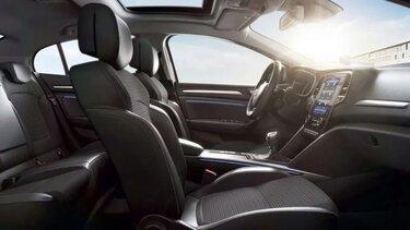 Přední a zadní sedadla v interiéru vozu MEGANE Sedan