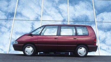 Der moderne Crossover Renault Espace im Rampenlicht