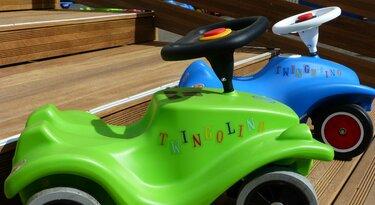 Grünes und blaues Twingolino Spielautos