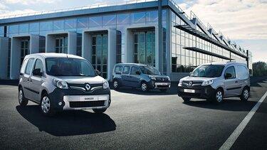 Drei graue Renault Kangoo parken vor großer Halle