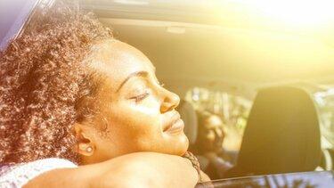 Frau in der Sonne