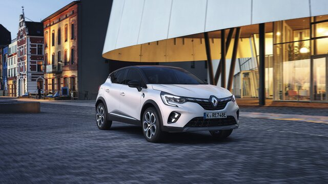 Renault Captur E-TECH Plug-in Hybrid in der Stadt