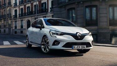 Der Renault Clio Hybrid in der Stadt