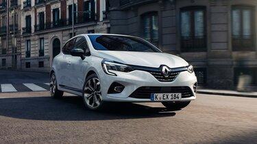 Der Renault Clio E-Tech Hybrid auf der Straße