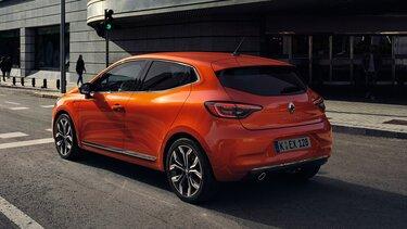 Das Außendesign des Renault Clio in der Stadt