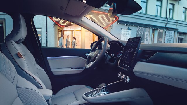 Frau im Renault Captur
