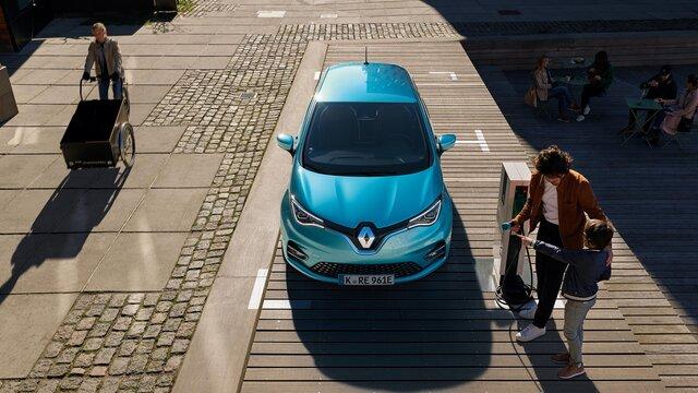 Der Renault ZOE an der Ladestation