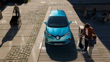 Der Renault ZOE E-Tech an der Ladestation