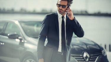 Geschäftsmann telefoniert