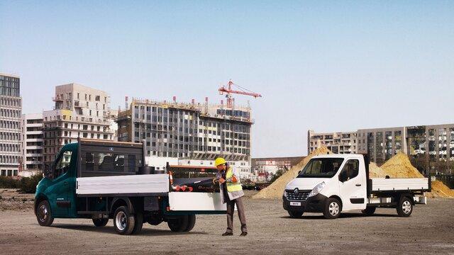 Renault Master Kipper auf Baustelle