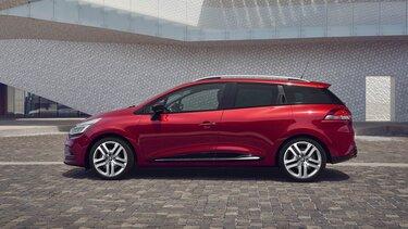 Nahaufnahme vom Renault Clio Grandtour BUSINESS Edition vor moderner Architektur