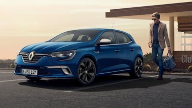 Mann vor Renault Mégane BUSINESS Edition