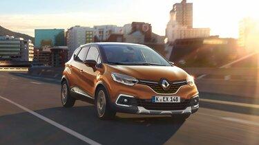 Der Renault CAPTUR in der Stadt