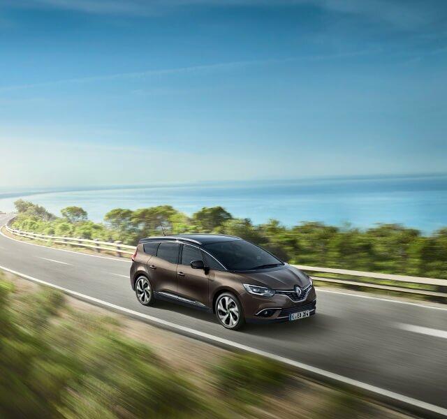 Renault Grand SCENIC auf der Straße
