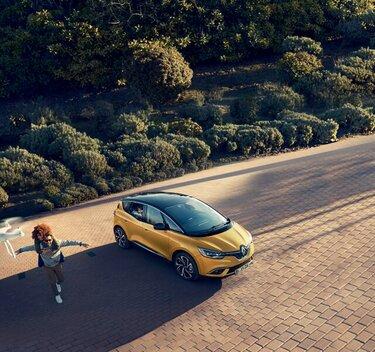 Renault SCENIC in Gelb
