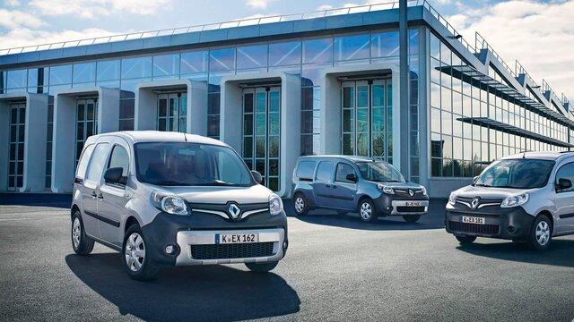 Der Renault Kangoo Rapid vor einer Industriehalle