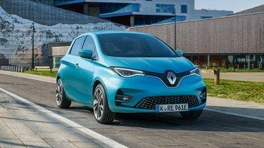Renault ZOE fährt auf der Straße