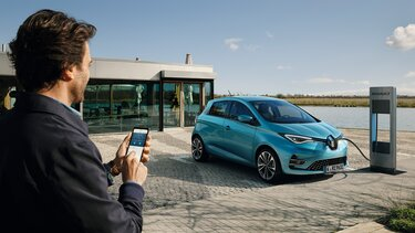Renault ZOE E-Tech an der Ladestation