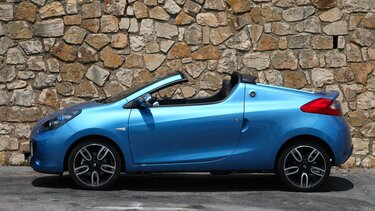 Blauer Renault Mégane Cabrio aus dem Jahre 2010