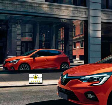 Renault Clio coche pequeño exterior naranja