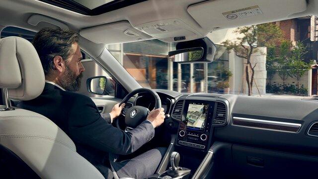 Renault KOLEOS intérieur, planche de bord, volant et écran multimédia