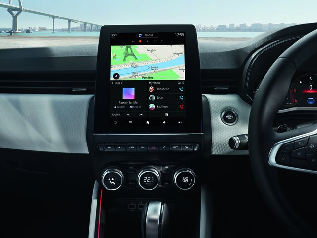 Renault EASY CONNECT Services car interior